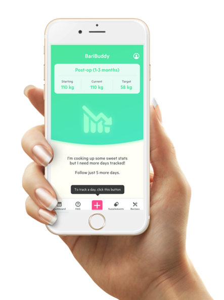 hand håller i telefon som visar BariBuddy app för överviktsopererade