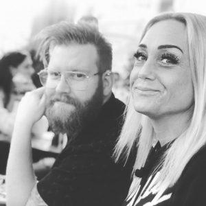 Linus och Sofie bloggare på levdittliv.se i svartvitt