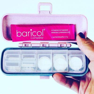 Baricol complete tablettetui rosa, innehållande vitaminer i dosett och dospåsar pulver